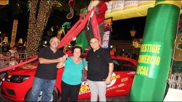 Moradora do Bairro Salone leva o carro da Mega Prêmios 2019